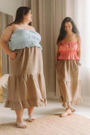 two models wearing linen summer outfits, one size xxl and the second in size small