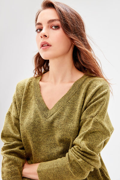 Trendyol WOMEN-Khaki V-Neck Knitwear Sweater TWOAW20ZA0004