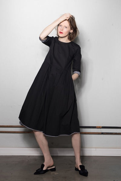 Women's 3/4 sleeve multi-fold dress: black