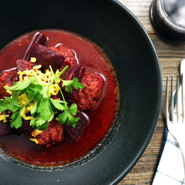 Beetroot stew with lamb meatballs