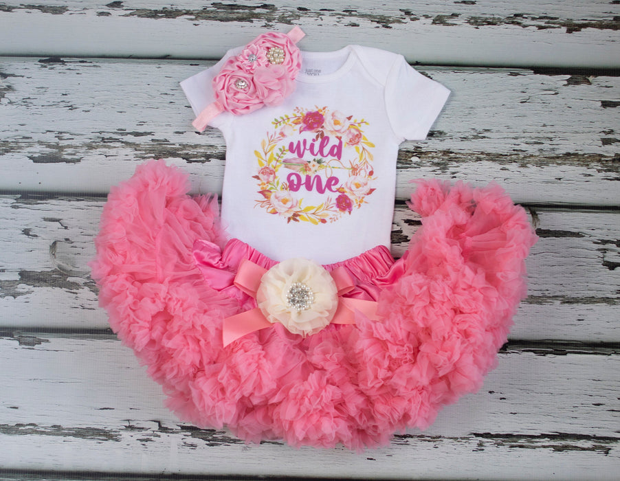 First birthday outfit girl, Girl 1st birthday outfit, Wild One Birthday Outfit, Birthday Outfit, 1st Birthday, Glitter Gold Outfit