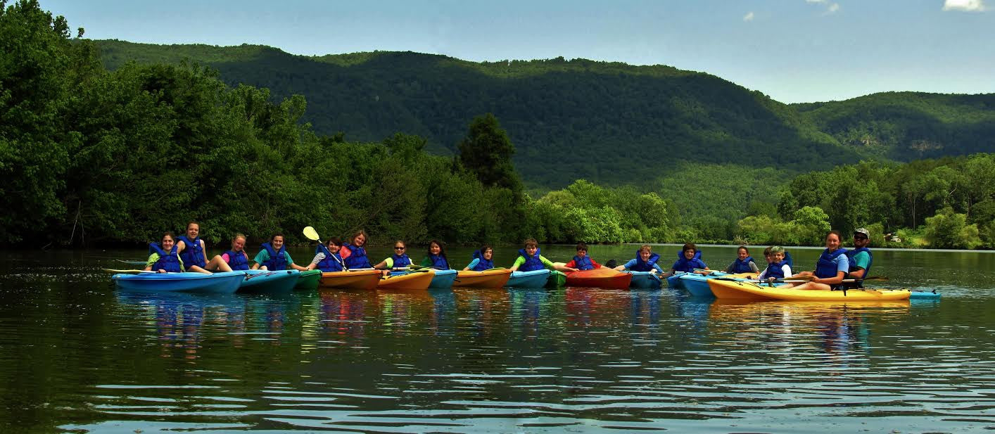 large paddling group event in chattanooga