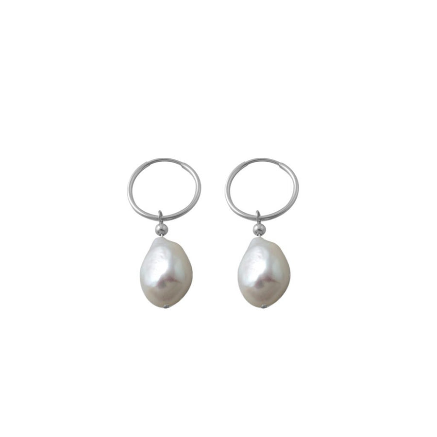 Von Treskow pearl earrings.
