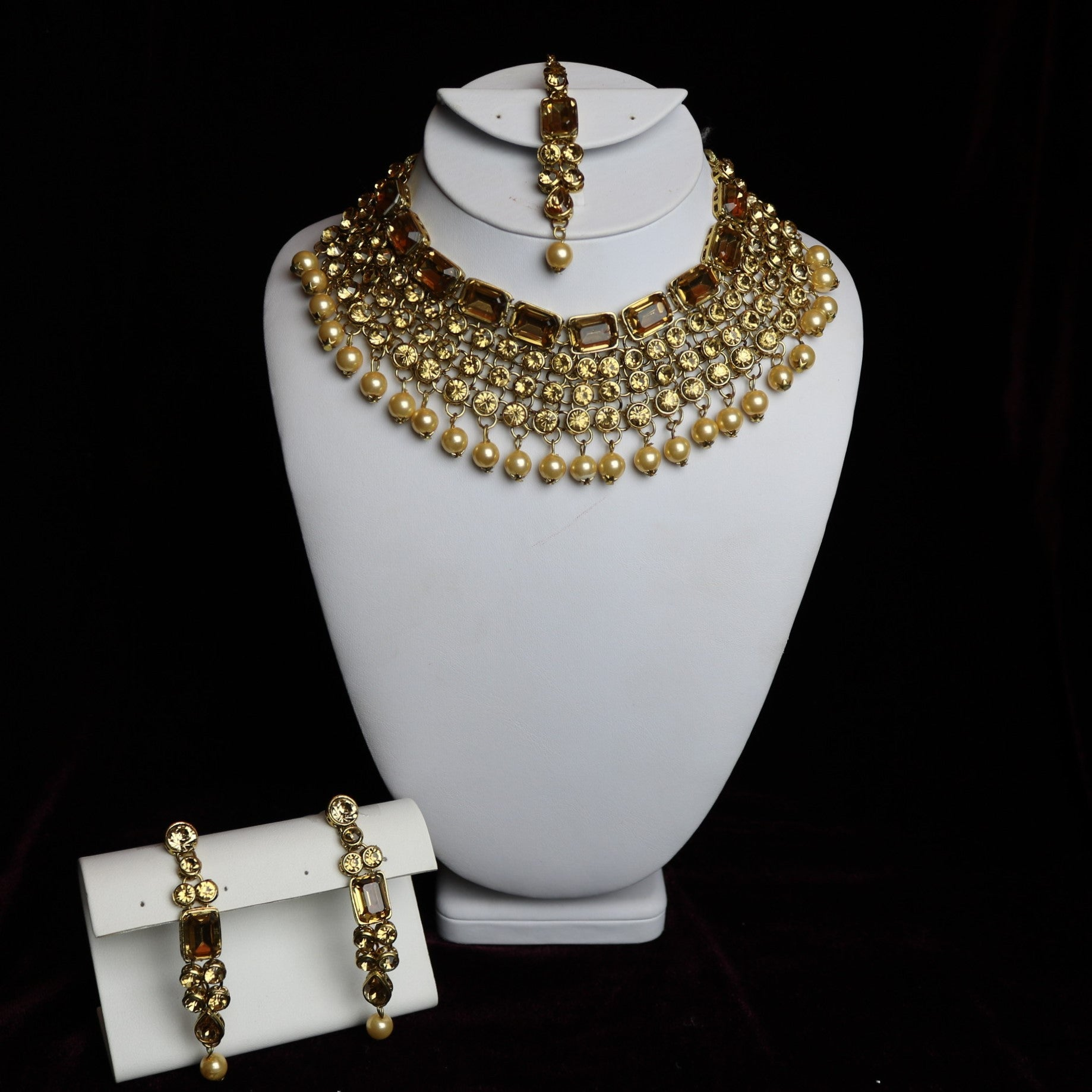 c02a160598e9c Golden Stoned With Brown Stones Choker Necklace Set