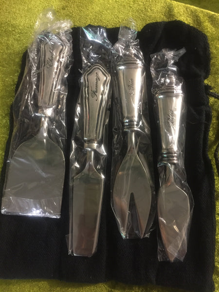 Cheese knives - set of 4 in pouch