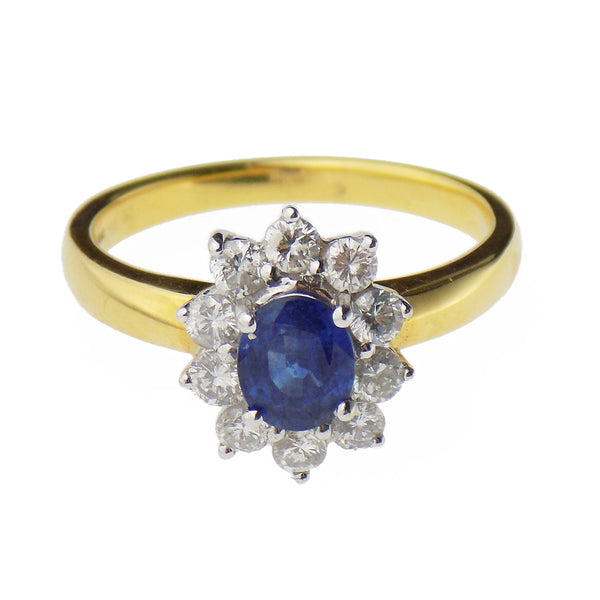 18ct Yellow Gold Oval Sapphire & Round Diamond Cluster Ring - Stone Detail