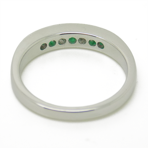 18ct White Gold Round Emerald & Diamond Eternity Ring Inner Detail of Ring Band