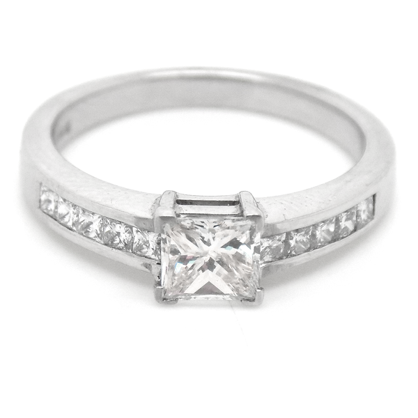 18ct White Gold Princess Cut Diamond Ring with Diamond Set Shoulders Front Detail