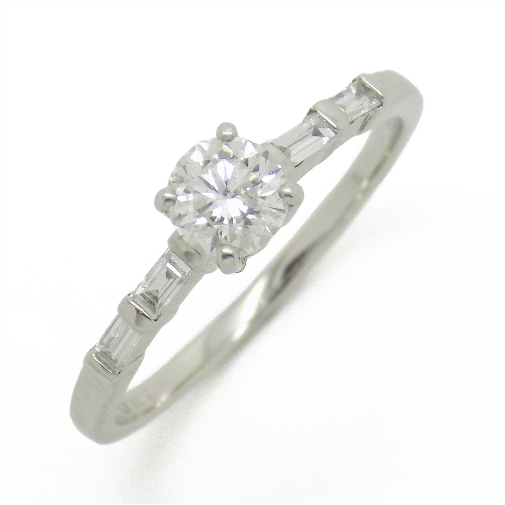 18ct White Gold Single Diamond Ring with Baguette Diamond Set Shoulders