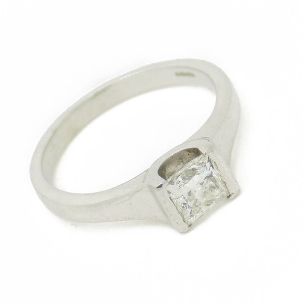 18ct White Gold Single Princess-Cut Rub-over Set Diamond Ring Stone Detail