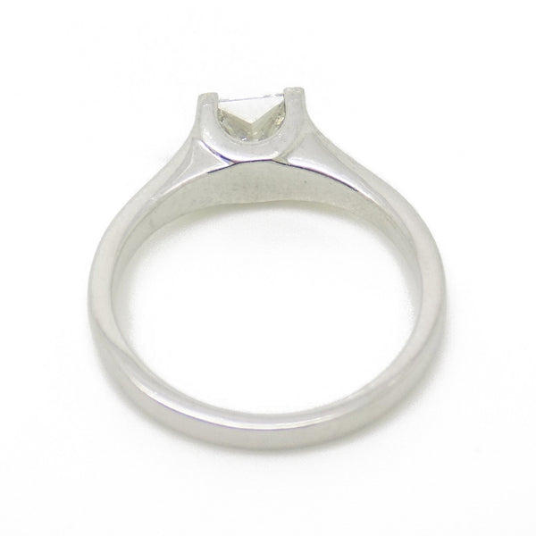 18ct White Gold Single Princess-Cut Rub-over Set Diamond Ring Mount Detail