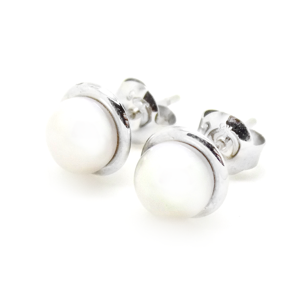 9ct White Gold Freshwater Pearl With Polished Edge Stud Earrings
