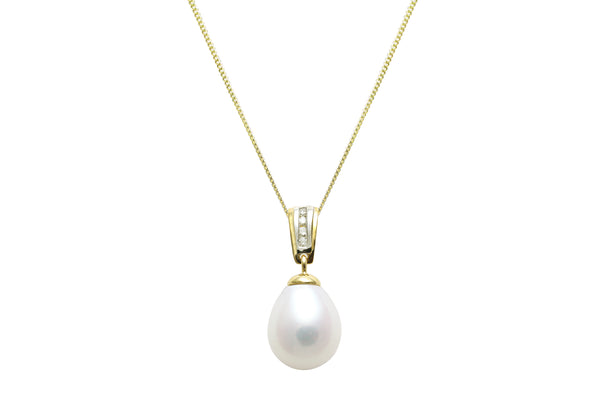 18ct Yellow Gold 9mm Teardrop Freshwater Pearl & Diamond Drop Pendant & Chain