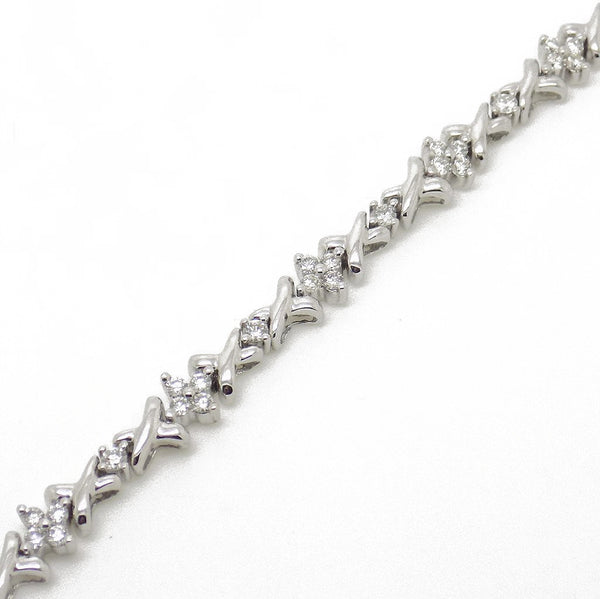 18ct White Gold Cross Link Diamond Cluster Bracelet Chain Detail