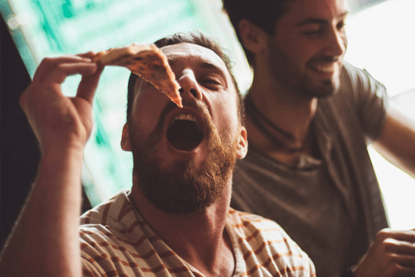HOW TO PREVENT FOOD FROM STAYING IN YOUR BEARD