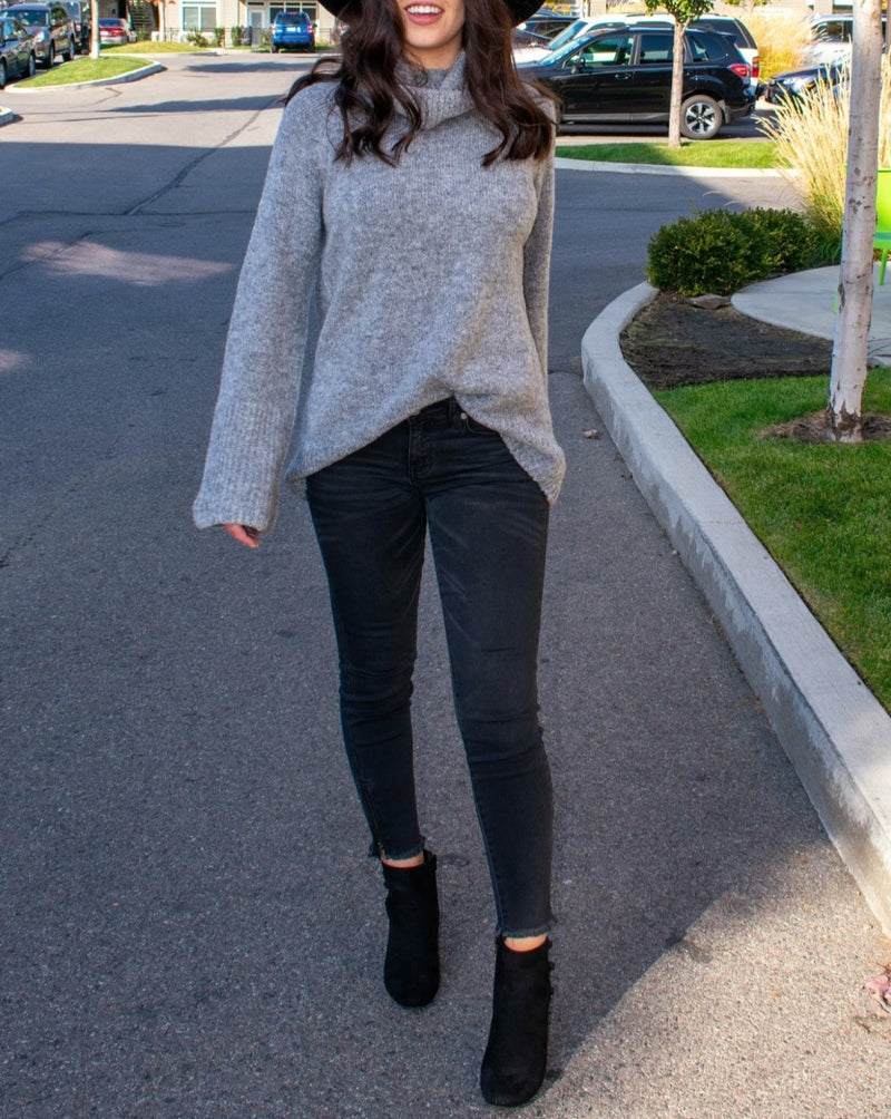 Fall Faded Black Jeans Outfit - Boutique Bleu