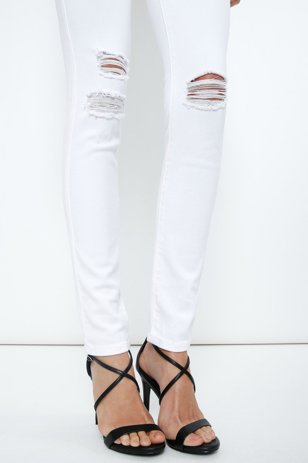 holes in the knees white skinny jeans | boutique bleu spokane