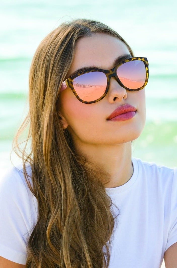 Women's oversized framed Jordyn sunglasses-Boutique Bleu Spokane