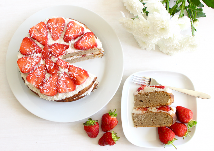 Strawberry and Cream Cake Vegan