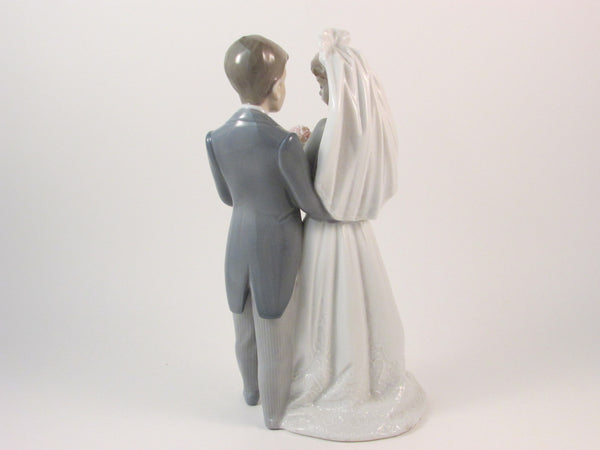 Lladro #5885 Bride and Groom From This Day Forward Retired Glazed Porcelain Figurine