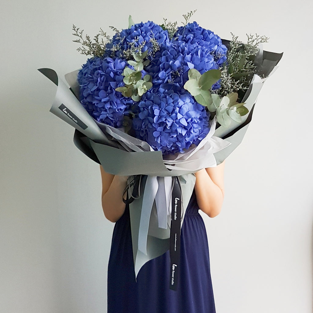 Gigantic Hydrangea bouquet - Lou Flower Studio