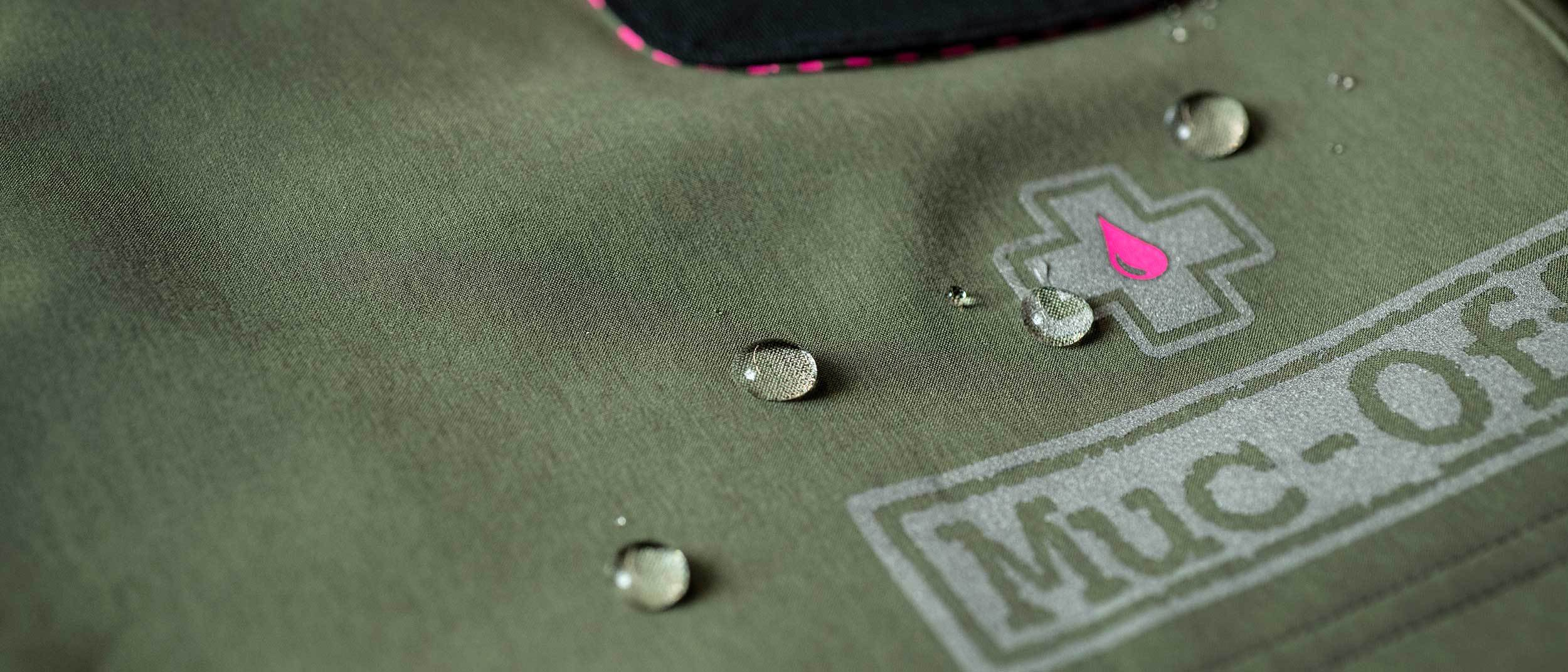 Water droplets over muc-off logo