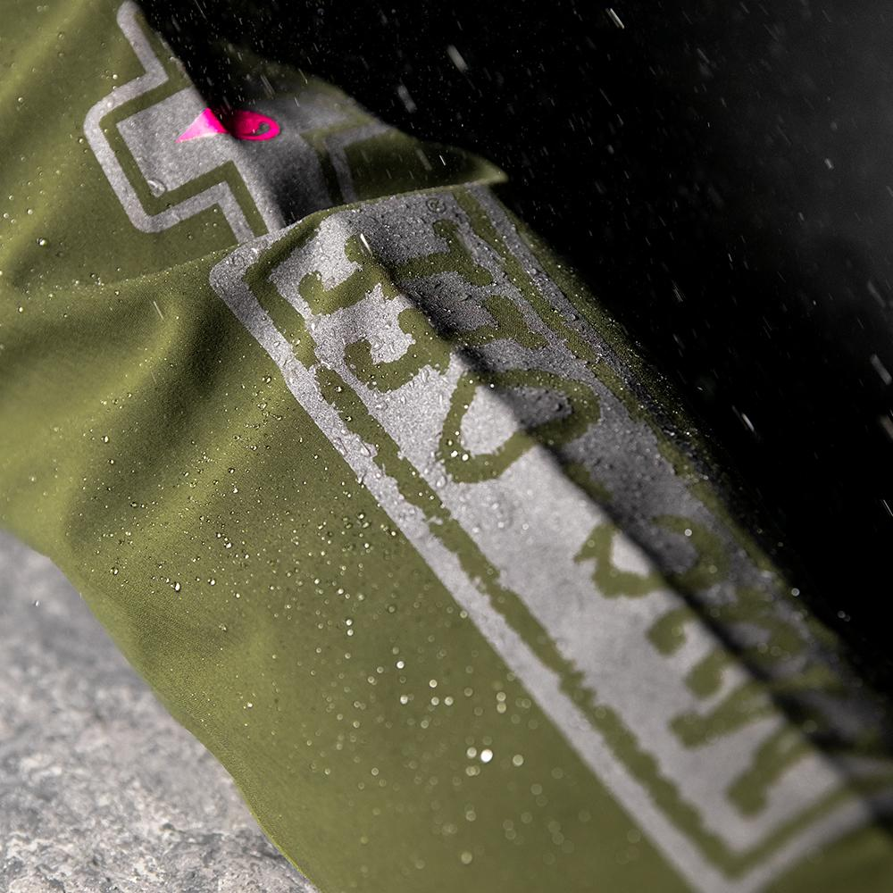 Logo details on the sleeve, covered in rain