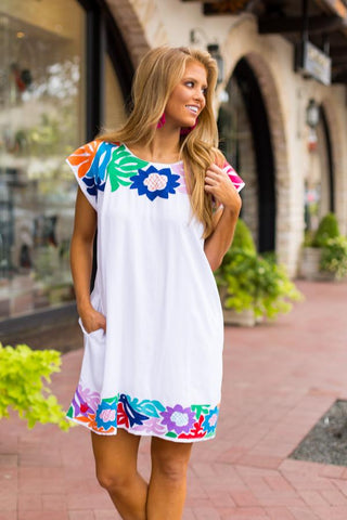 embroidered dress with pockets. vacation dresses. Mexican dresses by j marie collection