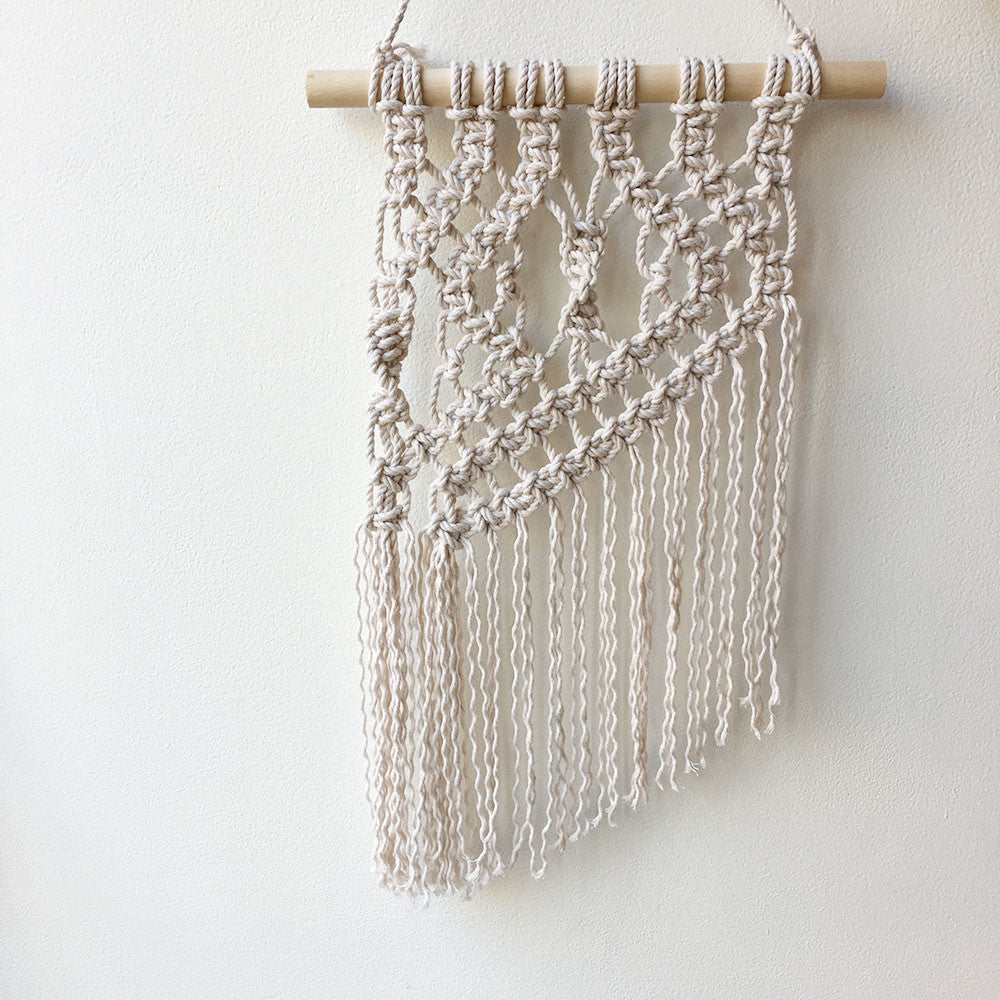 Macrame wall hanging workshop brooklyn craft company for Wall hanging images