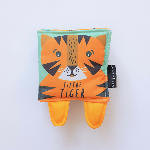 livre wee gallery tip toe tiger book