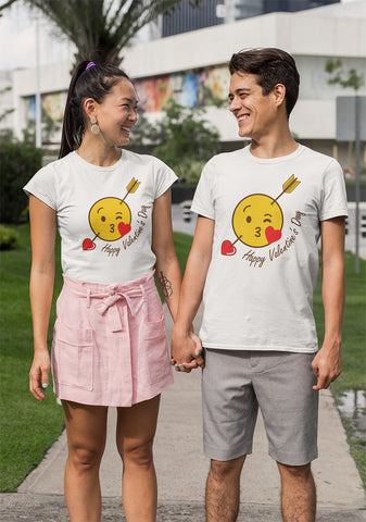 Funny Kissing Valentines Day 2020 T-Shirt-Gildan-Daataadirect.co.uk