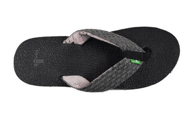 Sanuk Men's Yogi 3 sandal/thong in Charcoal