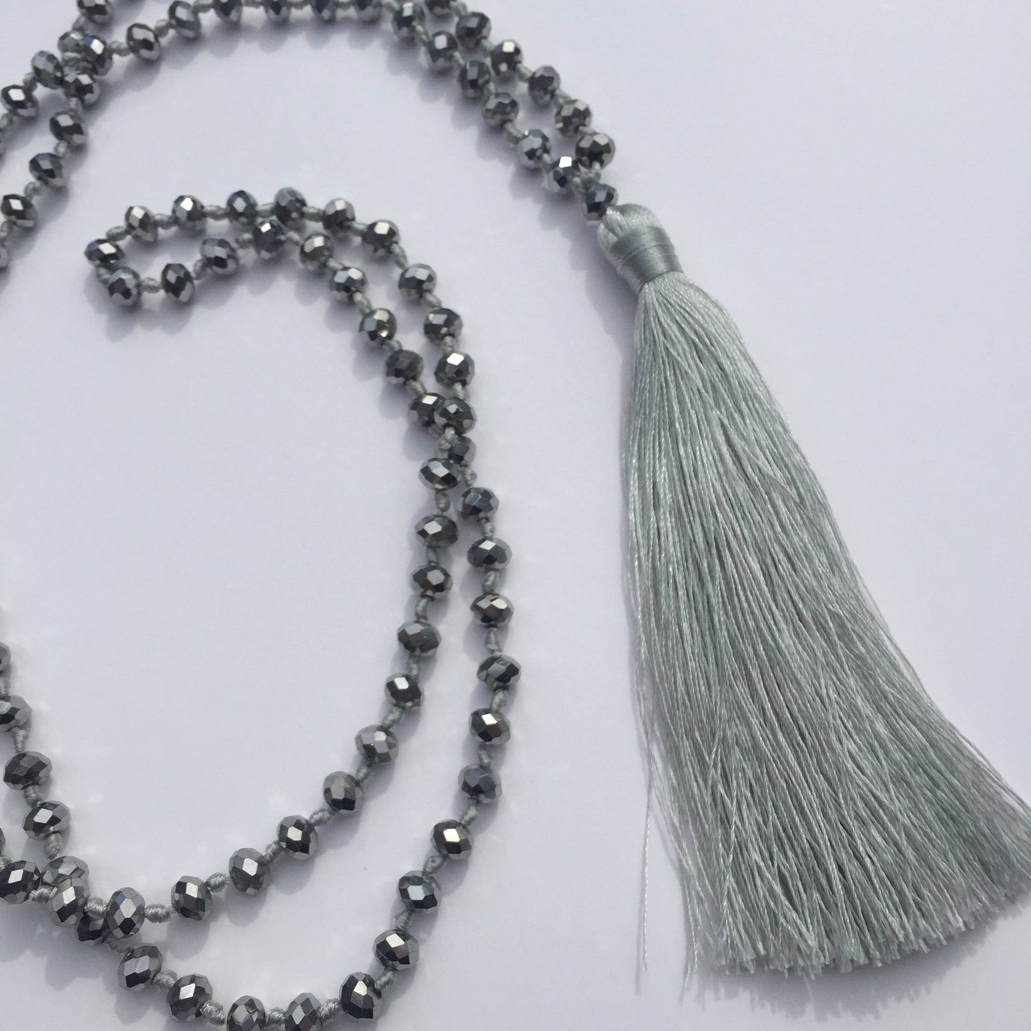 Tassel necklace - Sparkly - Light Grey