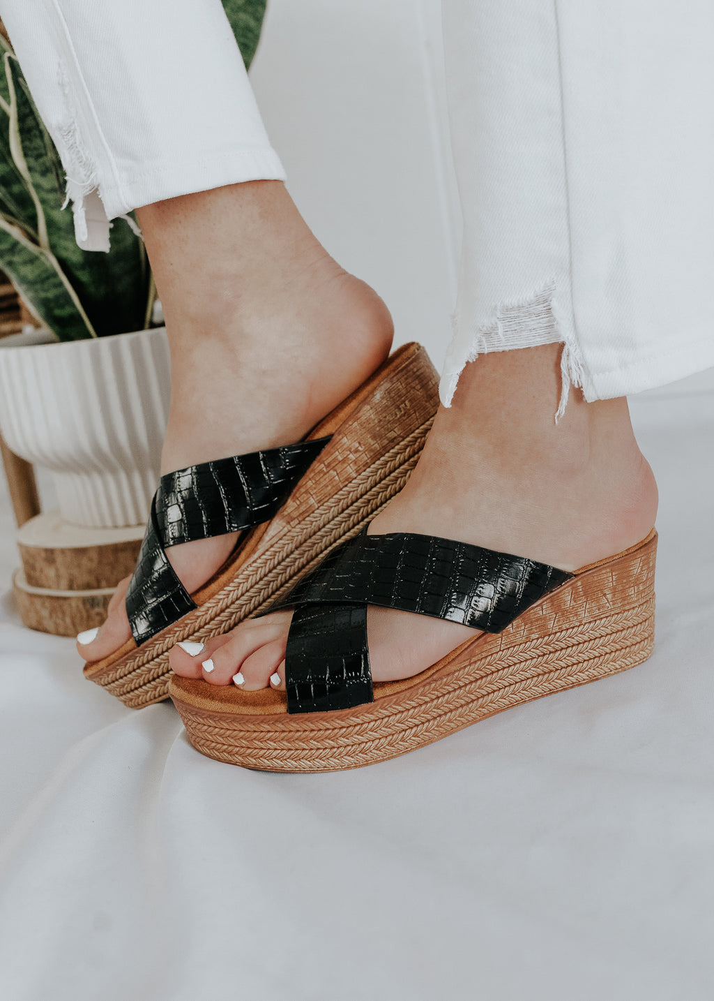 """Never Look Back"" Diagonal Strap Platform Sandals - Black"