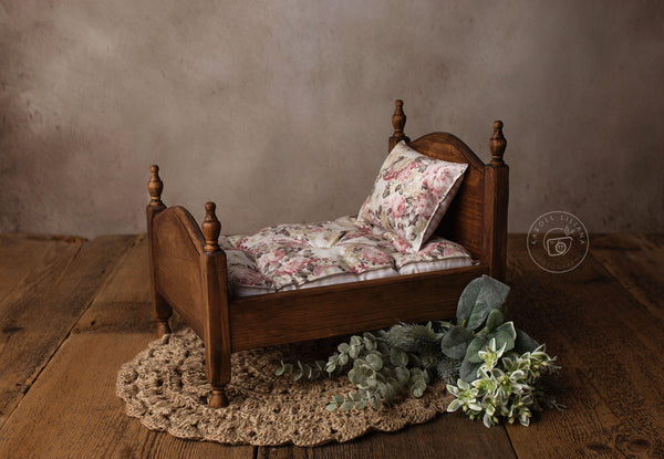 Colonial Wooden Bed