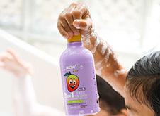WOW Skin Science Kids Mango 3 in 1 Tip to Toe Wash - Shampoo + Conditioner + Bodywash step1