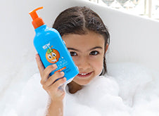WOW Skin Science Kids Orange 3 in 1 Tip to Toe Wash - Shampoo + Conditioner + Bodywash step2