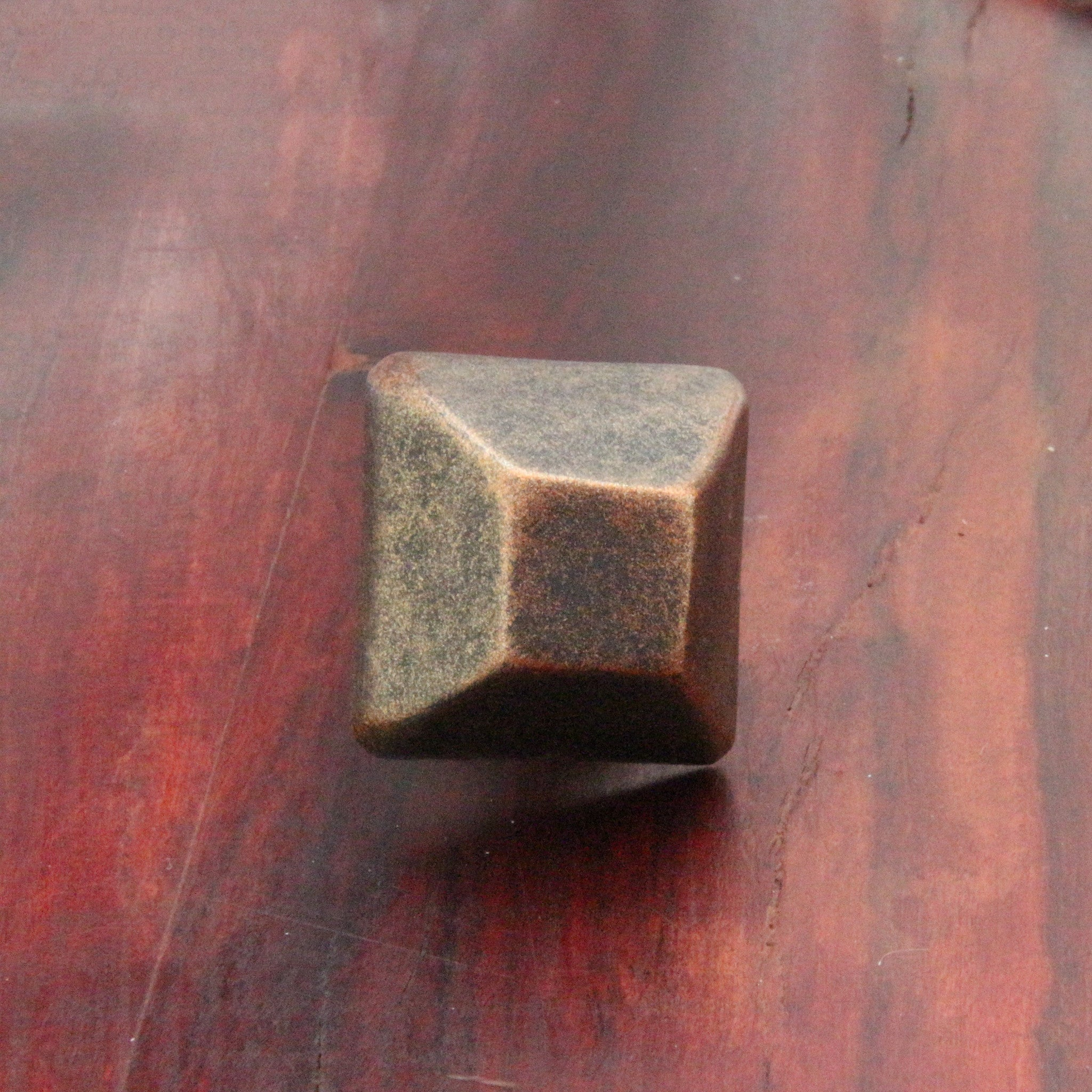 NW/66DD 30 mm square rivet head