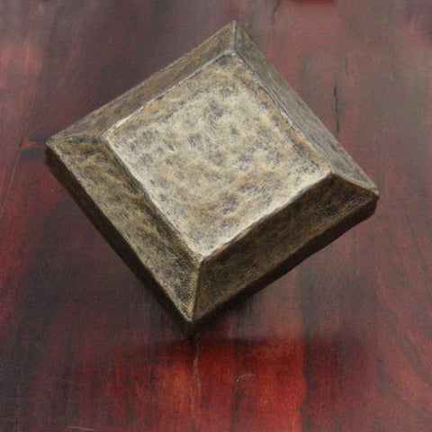 NW/96DD 48 mm square antique rivet