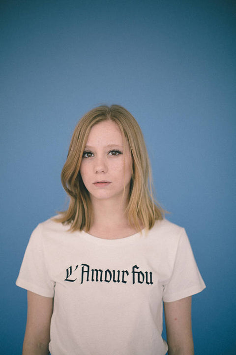 L'Amour Fou. White T-Shirt embroidery in darkblue