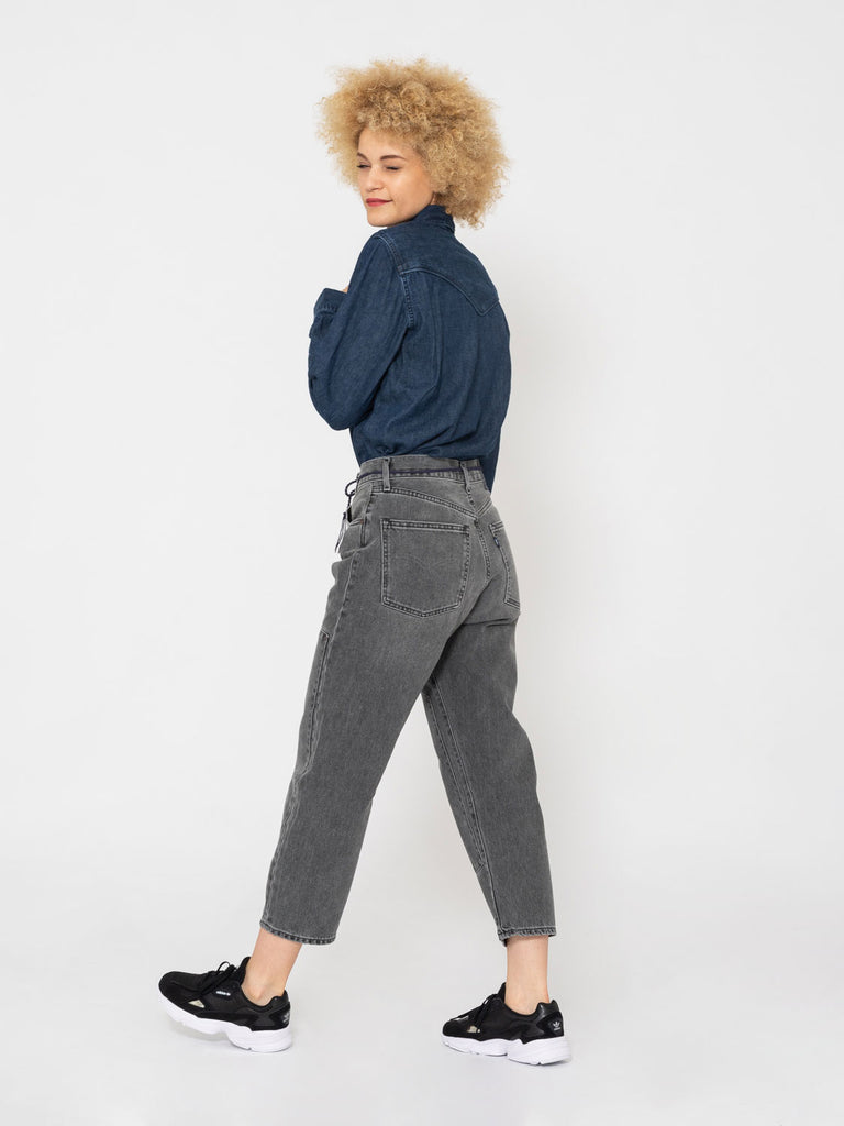 LEVI'S MADE AND CRAFTED - Barrel crop grigi con maxi toppe