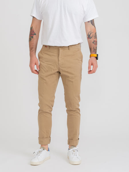 Pantaloni chino sabbia con perline colorate