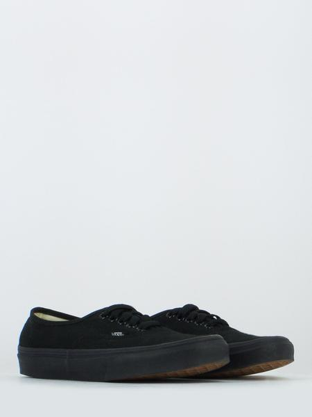 Authentic total black