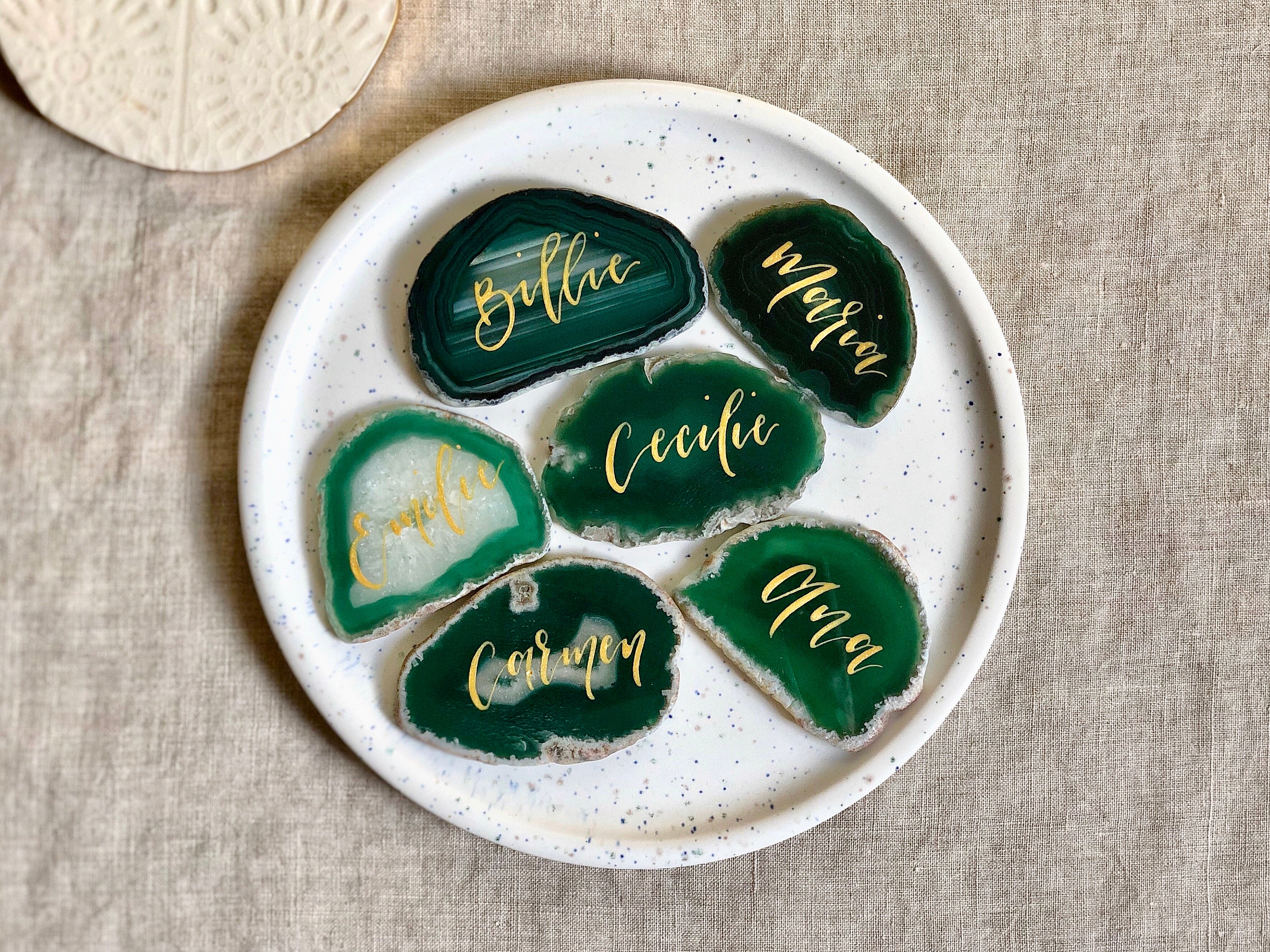 natural green agate slices with gold calligraphy as table setting