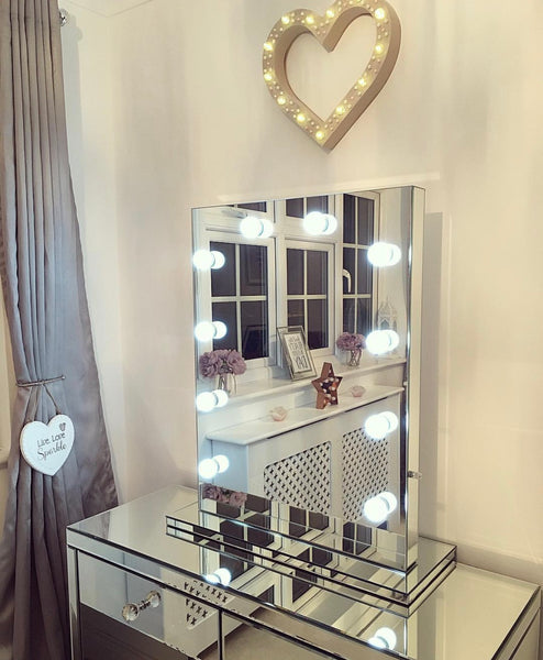 Glamorous Hollywood Mirror & Mirrored dressing Table Art Deco