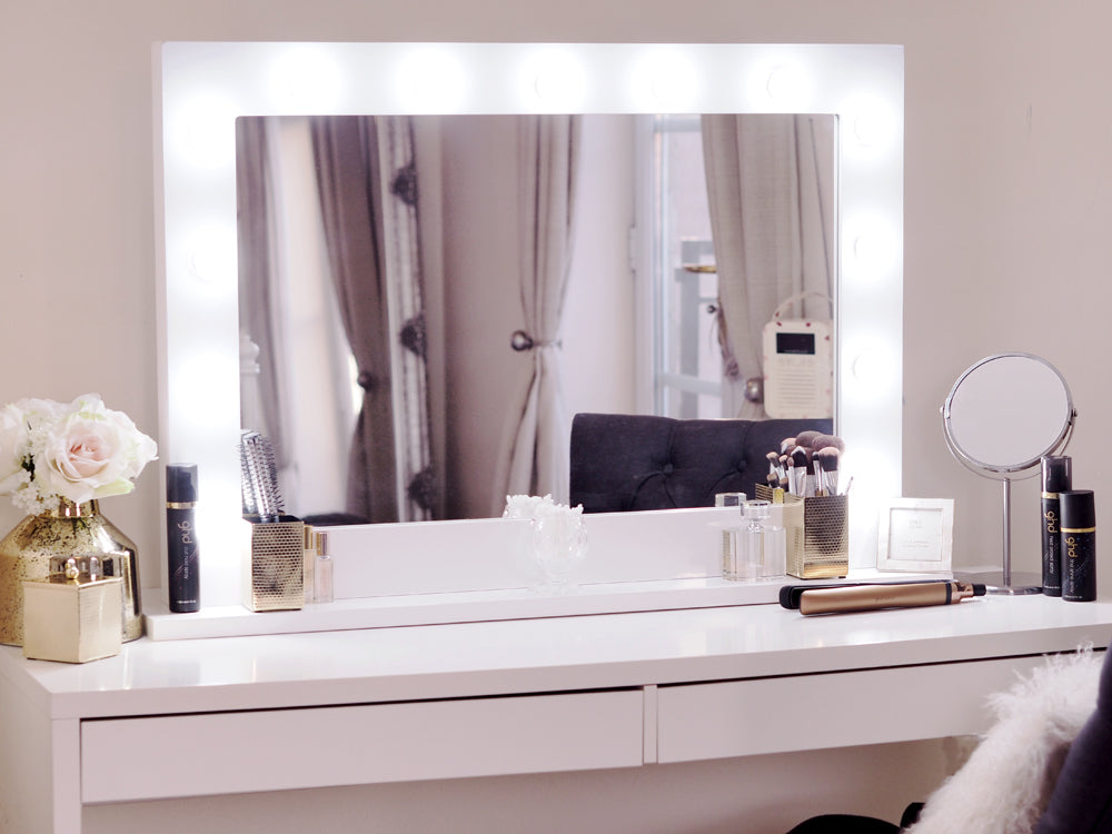 Vanity Table With Lights Around Mirror : hollywood mirror with lights on
