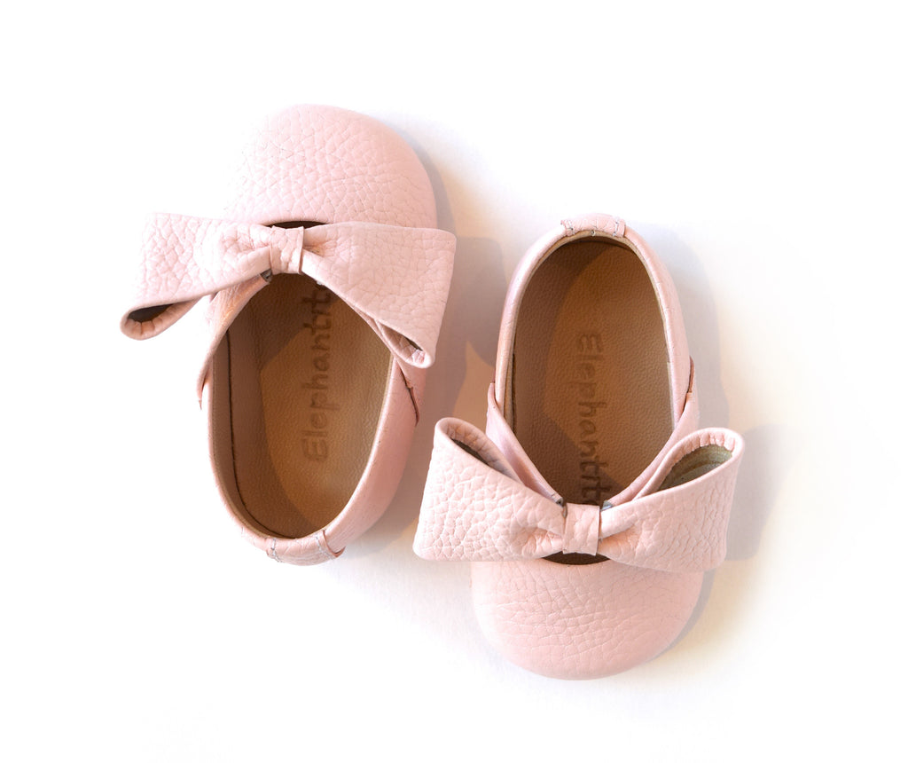 baby girl crib shoe in pink with bow elephantito