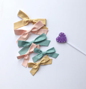 The Lucy Handtied Medium Bow // Vintage Rose
