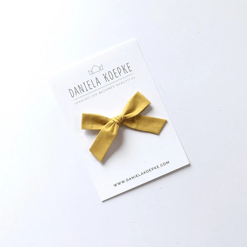 The Lucy Handtied Medium Bow // Chamomile