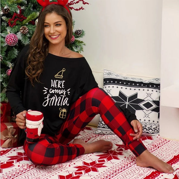 New Christmas Women's Black & Red Plaid  Here Comes Santa Two Piece Pajamas - JEN'S KIDS BOUTIQUE